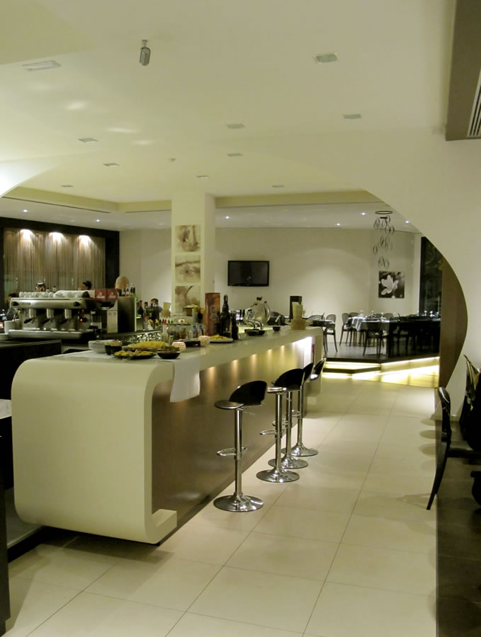 brands-interior-design-furniture-bar-on-measure-modern-style-lacquer-white-light