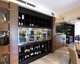 marques-design-interieur-ameublement-ameublement-restaurant-ameublement-unique-vitrine de vin réfrigérée sur mesure