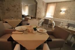 marques-design-interieur-ameublement-restaurant-detail-table-ameublement-luxe-sur-misure