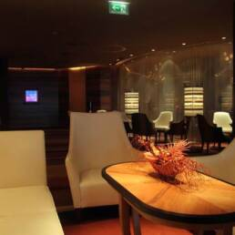 brands-interior-design-furniture-contract-hotel-waiting-room-leather-interior-lighting-suffused