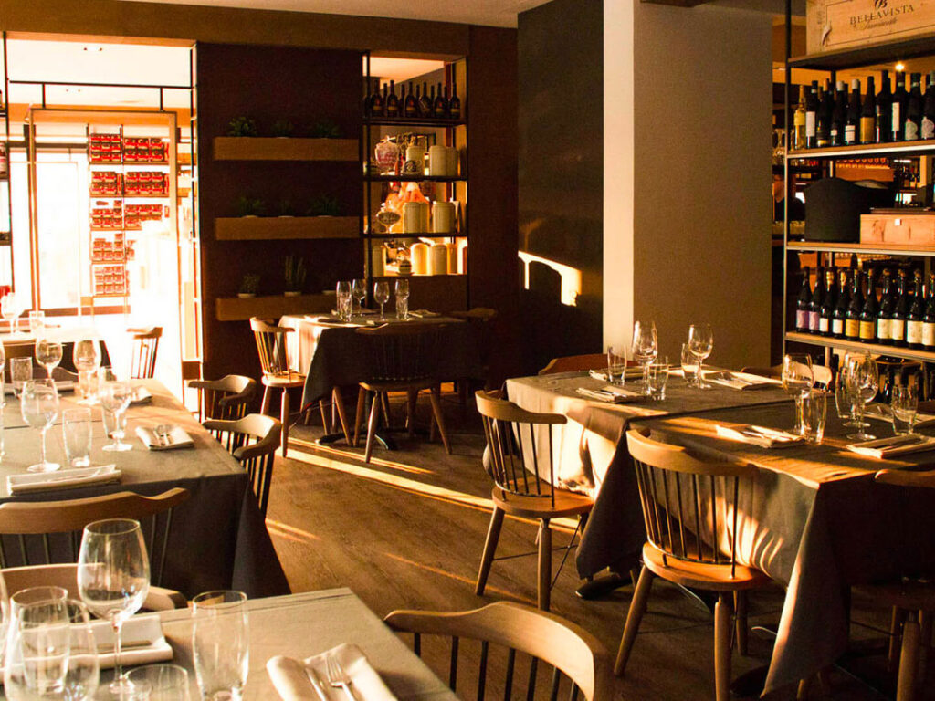 marchi-interior-design-arredamento-ristorante-sala-da-pranzo-stile-rustico-arredamento-contract