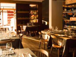 marques-interior-design-furniture-restaurant-salle à manger-style-rustique-furniture-contrat