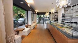 conception-et-réalisation-mobilier-bar-pâtisserie-glacier-Marchi-Interior-Design