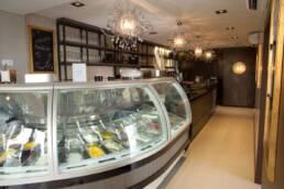 realizzazioni-arredamento-da-interno-retail-bar-luxury-gelateria-parigi-francia-banco-vetrina