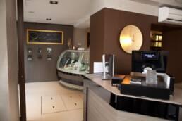 realizzazioni-arredamento-da-interno-retail-bar-luxury-gelateria-parigi-francia-ingresso