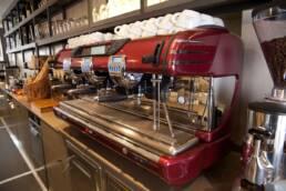 realizzazioni-arredamento-da-interno-retail-bar-luxury-gelateria-parigi-francia-macchina-caffe