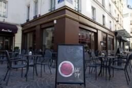 realizzazioni-arredamento-esterno-bar-gelateria-parigi-francia-tavoli-sedie