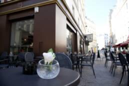 realizzazioni-arredamento-esterno-bar-gelateria-parigi-francia-tavolini-da-esterno-dettaglio