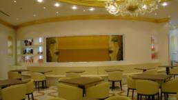 créations-design-d'intérieur-bar-aida-cafe-jeddah-arabie-saoudite-vitrines-lumineuses
