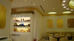 creations-design-interieur-bar-aida-cafe-jeddah-arabie-saoudite-meuble-detail-rayonnages