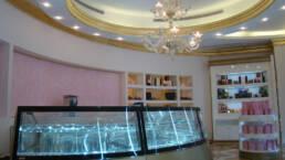 creations-design-interieur-bar-aida-cafe-jeddah-arabie-saoudite-patisserie-vitrine