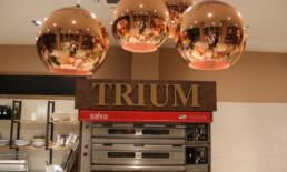 realizzazioni-ristorante-trattoria-trum-brugge-belgio-dettaglio-insegna