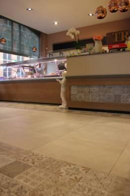 realizzazioni-ristorante-trattoria-trum-brugge-belgio-pavimentazione-bancone